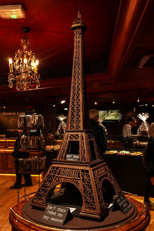 Chocolate Eiffel Tower I WILL MAKE THIS ONED DAY... JUST LIKE HOW KASHINO DID IT IN YUMEIRIO PATISSIERE!!!