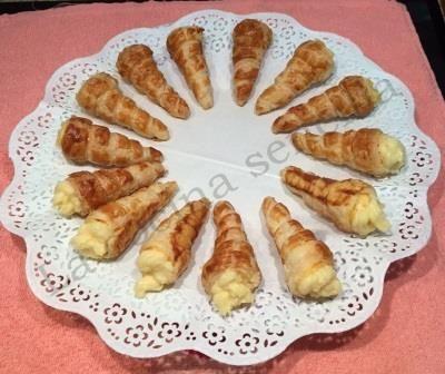 http://lasrecetasdejuanito.blogspot.com.es/2015/06/cucuruchos-rellenos-de-crema-pastelera.html
