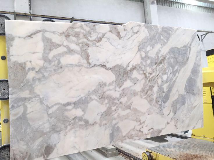 #Lusorochas |#calacatta |#www.lusorochas.com |#stoneexpert |#marbleslabs |#calacattaslabs |#tileexport