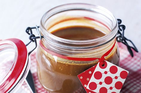 This rum and vanilla butterscotch sauce a great gift for your friends and loved ones to drench over their festive desserts.