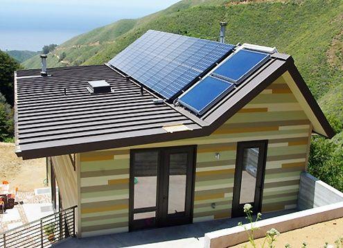 Off-grid green prefab home, California mountains: Modern prefab modular homes