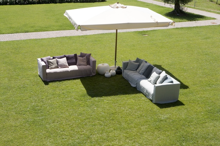 Dedicated to people who love a simple and relaxed lifestyle, beaten by less frantic rhythms, Rosalin by mimodesigngroup is a sofa with a female look, real essence of style and romanticism.