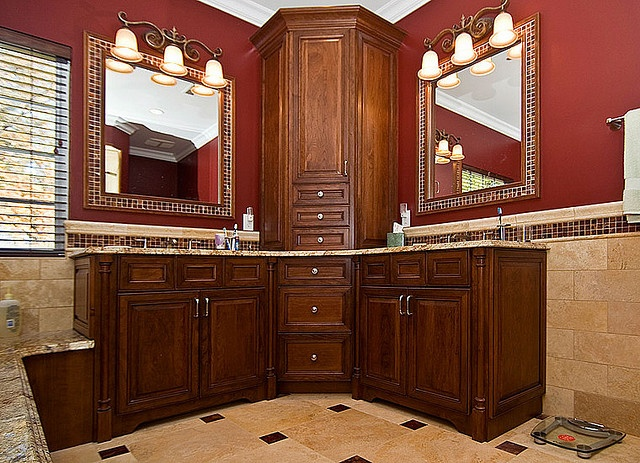 PERFECT way to use cabinets to split my corner vanity.  These are ugly.. but the layout is good.