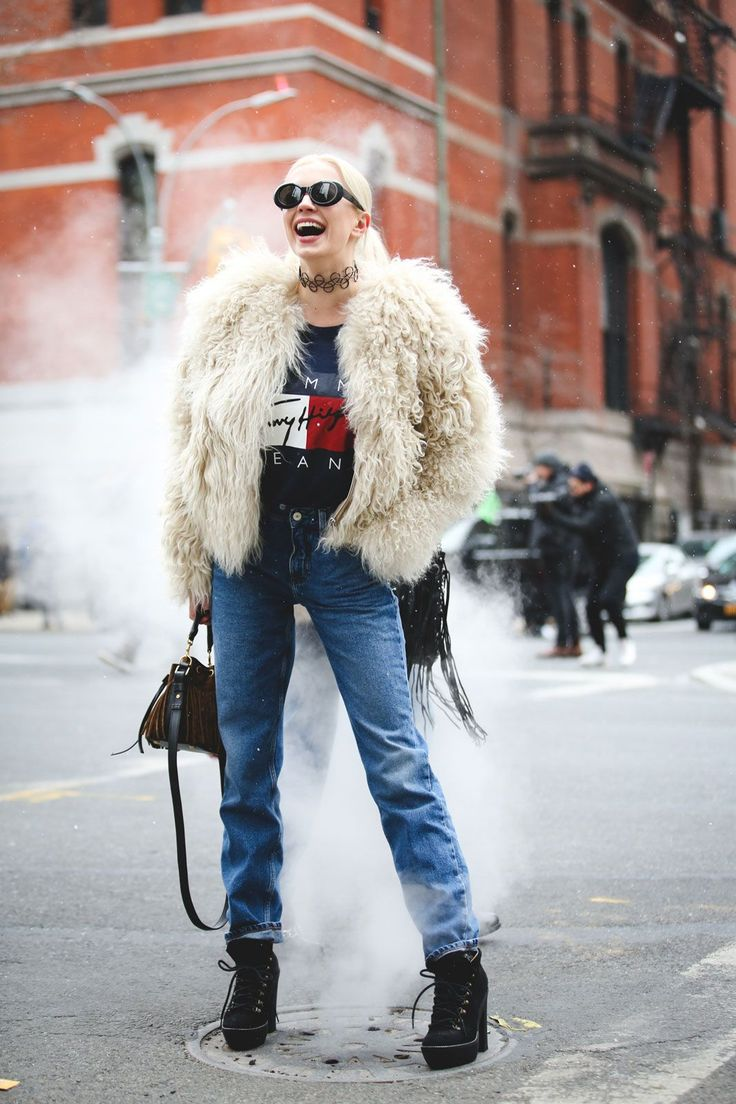 Lessons In Layering From The Streets Of New York City #refinery29 http://www.refinery29.com/2016/02/103173/ny-fashion-week-fall-winter-2016-street-style-pictures#slide-85 Is that some '90s-inspired Tommy Hilfiger we see?...
