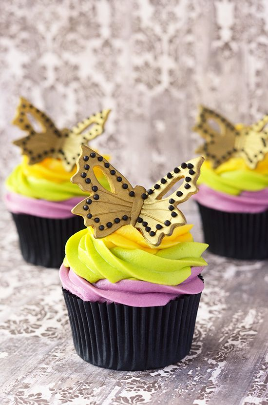 Mardi grass cupcakes