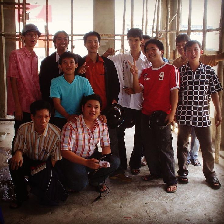 No we weren't lost inside some unfinished construction we were celebrating Chinese New Year 2006! Read all about CNY celebration in Pontianak Indonesia only at @roadblog101 #chinesenewyear #cny #pontianak #indonesia #culture #celebration #oldfriends #hangout #photo #moments #construction