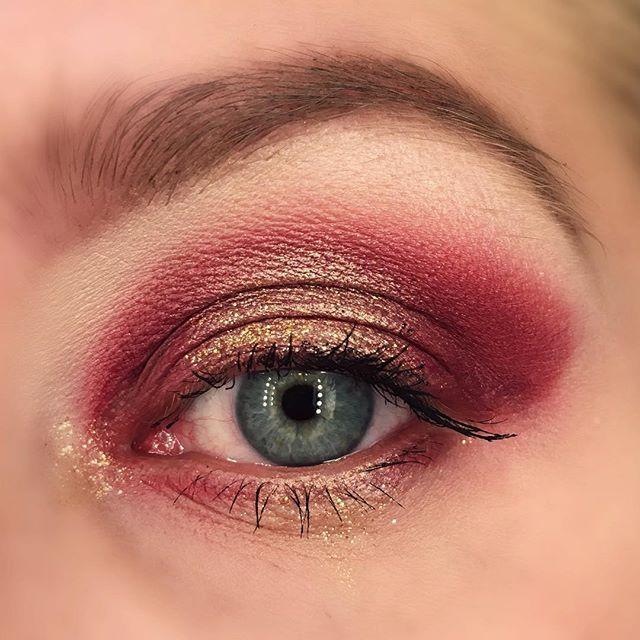 Gold and red Halo ❤️ #glitter #eyemakeup #mood #makeup #motd #mua #lotd #look #eyeshadow makeup look