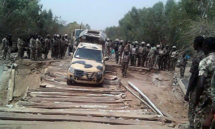 Nigeria : une centaine de corps découverte dans une fosse commune à Damasak - 21/03/2015 - http://www.camerpost.com/nigeria-une-centaine-de-corps-decouverte-dans-une-fosse-commune-a-damasak-21032015/?utm_source=PN&utm_medium=CAMER+POST&utm_campaign=SNAP%2Bfrom%2BCamer+Post