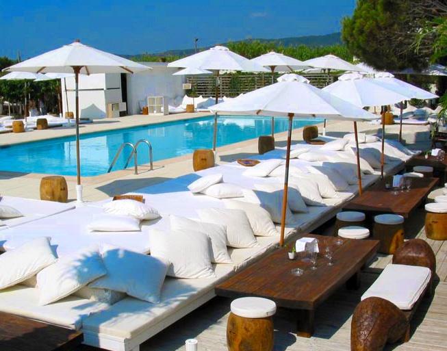 Nikki Beach Club, St Tropez  http://blog.tjingo.nl/2013/02/21/beach-clubs-zon-zee-party/