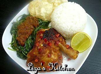 Ayam Taliwang - Lombok, Indonesia. Makannya pake sambal lombok, pedesnya maknyusss...