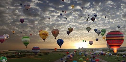 Человек должен мечтать, чтобы видеть смысл жизни.  Вольтер http://to-name.ru/biography/volter.htm
