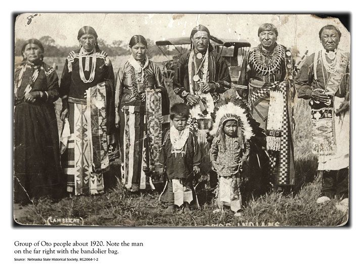 families in 1700s to mid 1800s In the 18th century, the family was an extended family, where grandparents lived with their children and grandchildren families in the 18th century were large, consisting of the father, mother, and grandparents and averaged five or more children.