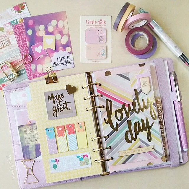 I love the sticky note dashboard. If you like this planner setup you should check out this post: http://www.designisyay.com/kikki-k-personal-planner-setup/