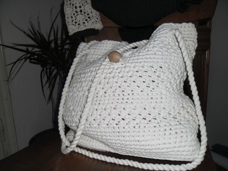 All White (95 LEI la brandusa007.breslo.ro)