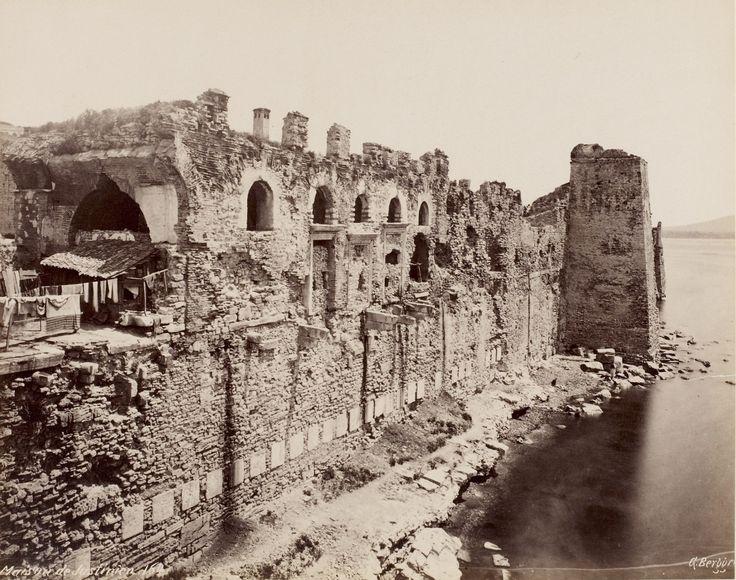 Руины стен Константинополя на старых фото - maximus101.   Морской фасад дворца Вуколеон.