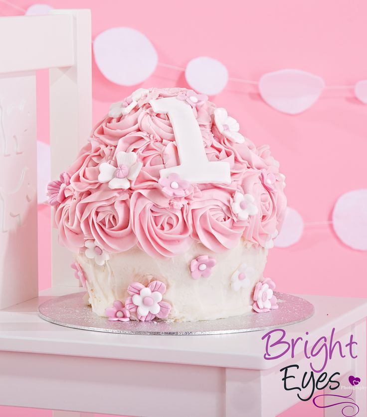 gorgeous pink & white giant cup cake made by Totally Scrumptious
