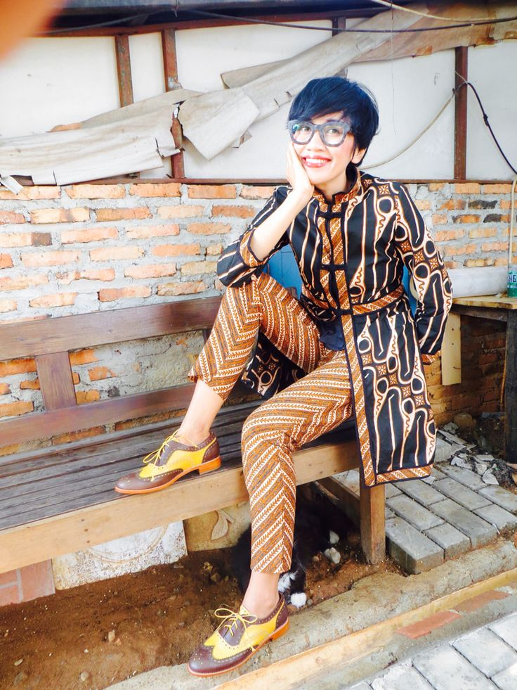 Wearing Batik Amarillis' s Ildiko Jacket no 2,Amarillissima ruffle top and pencil pants also my fave's Stella McCartney glasses :)