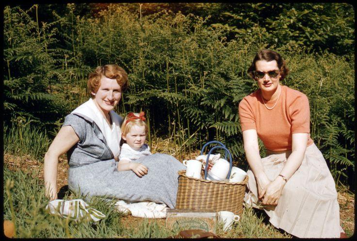 Picnic with June at Kent, 1957. Photo Sheila Micholson.