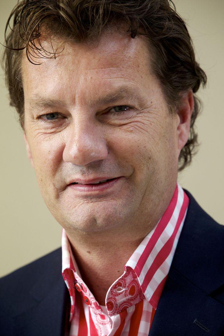 Persoonlijke missie René Savelberg: leren, doen en delen! Rene is een echte groeiversneller – na zijn masters opleiding in de USA heeft hij als CEO van McDonald's in Nederland het aantal restaurants in korte tijd verdubbeld van 100 naar 200 vestigingen met 750 miljoen omzet en 16.000 medewerkers. Ook heeft hij als ondernemer bedrijven in NL, Spanje en de USA opgestart. Met het International Property Investment Network (IPIN) heeft hij in 7 jaar tijd zelfs $ 120 miljoen omzet gerealiseerd.