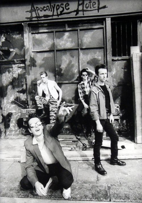The Clash photographed by Pennie Smith ... Follow – > http://www.songssmiths.wordpress.com/ Like -> http://www.facebook.com/songssmithssongssmiths