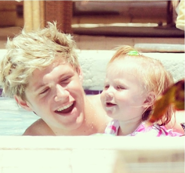 Niall Horan with baby lux | One Direction Niall Horan One Thing