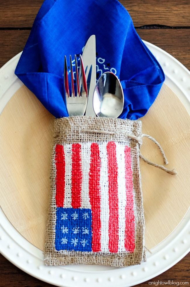 Painted burlap patriotic place settings for the Fourth of July!