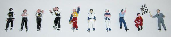 Alfapazzo.ch by Umberto Di Paolo 23. Und hier, nach vielen Malstunden die anderen 10 Figuren sowie einige der vielen Zubehöre wie  Schlagschrauber, Feuerlöscher, Reifenwärmerregale, Handschuhe etc.