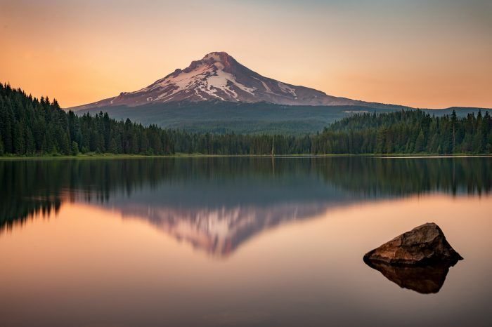 Located in the Mount Hood National Forest, Trillium Lake is a majestic alpine lake with deep blue water that reflects the amazing silhouette of Mt Hood. It's a perfect summer destination.