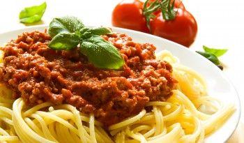 Kıymalı makarnayla, spagetti bolonez arasındaki farkı biliyor musunuz? Yanıtı italyan.yemekleri.tv'de #italyan #yemekleri #tarifleri #spagetti #bolonez #kıymalı #makarna #tarifi #ev #yapımı #kolay #tarifler #değişik #dünya #mutfağı #lezzetli