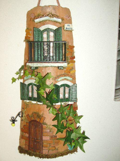 Tegola decorata con balconcino