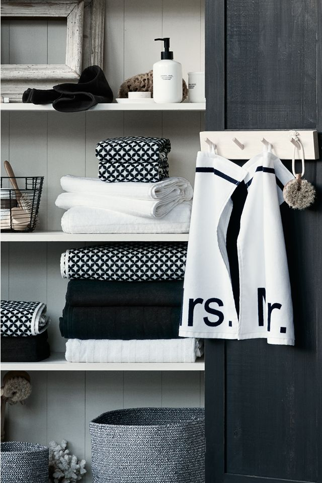 Bring a touch of spa-like luxury to your everyday bath routine with soft towels in beautiful new colours and prints. | H&M Home