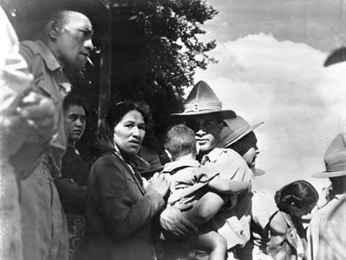 Mai Te Kapoterangi (holding child) and Turei Karaka (with cigarette) farewell Tei Tihi (second from left) and Kumeroa Te Kapoterangi (third ...