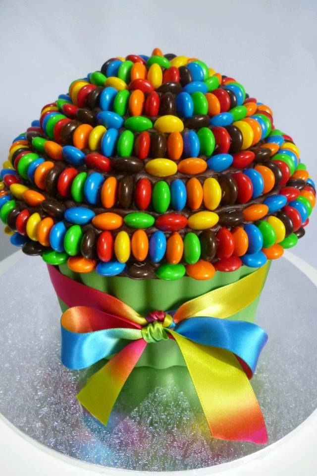 Giant cupcake chocolate candy m&m