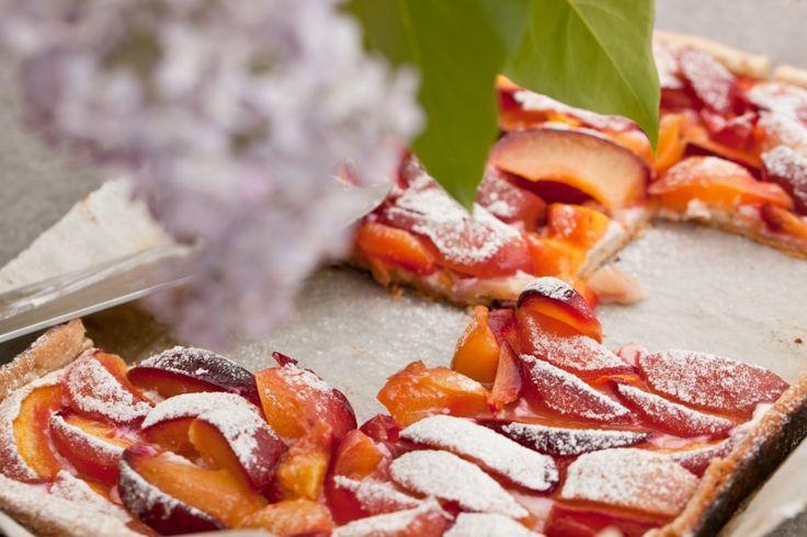 Kitchenette - Grilovaný koláč s nektarinkami a tvarohem