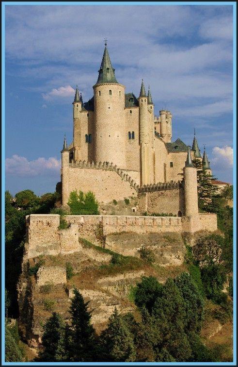 castillo de cuento de hadas, una foto de Segovia, Castilla y León