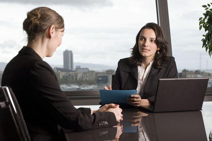 Cum puteti avea succes la un interviu pentru un loc de munca? In prezent obtinerea unui loc de munca bun, implica o competitie acerba. Daca aplicati pentru un job, sansele de a-l primi nu sunt foarte mari, mai ales daca aveti