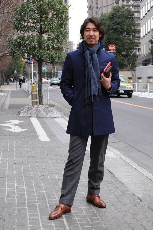 シャツの着こなし・コーディネート│ozie プレミアムコットン ダブルカフス ワイドカラーシャツ+イタリア生地使用 レジメンタルタイ+リネン100% ポケットチーフ+水色のジャケット+ミディアムグレーのウールパンツ