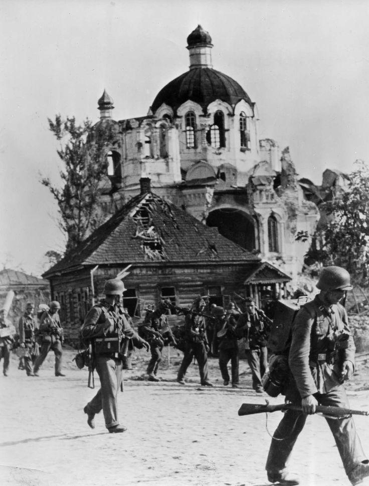 the soviet german war essay The soviet-german war 1941 - 1945 by professor richard overy last updated 2011-02-17.