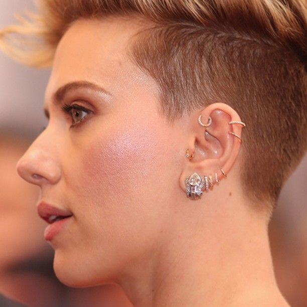 The amazing Scarlett Johansson at this year's Academy Awards, showing off her collection of Maria Tash jewelry! Our client's beautiful Curated Ear was draped with diamonds and yellow gold, starting with a large diamond invisibly set eternity ring, a scalloped marquise eternity, a classic eternity, two plain gold clickers, and another classic eternity ring along her outer ear. A pave ring in her earhead and a scalloped solitaire clicker in her tragus bring the style full circle.