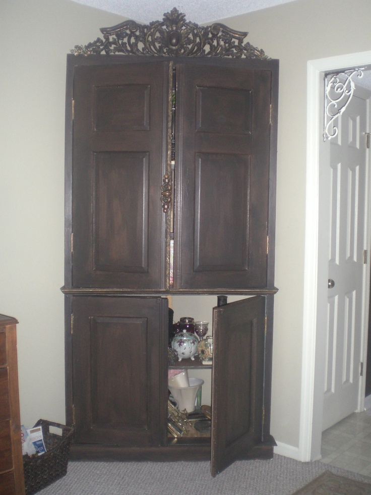 diy corner cabinet take an old door cut it in half top to bottom and side to side add. Black Bedroom Furniture Sets. Home Design Ideas