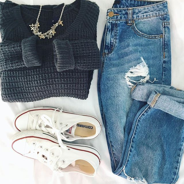 Ripped jeans. Boyfriend jeans. Sweater. White converse. Outfit. Ootd.