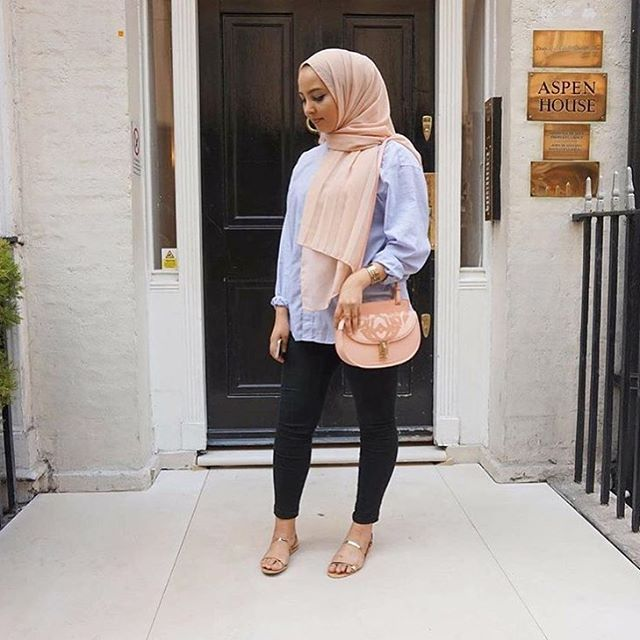 Love this casual chic outfit! @asmabdrr in our Nude Pink Premium Chiffon Wrap. #hijab #fashion #hijabfashion #modestfashion #ootd