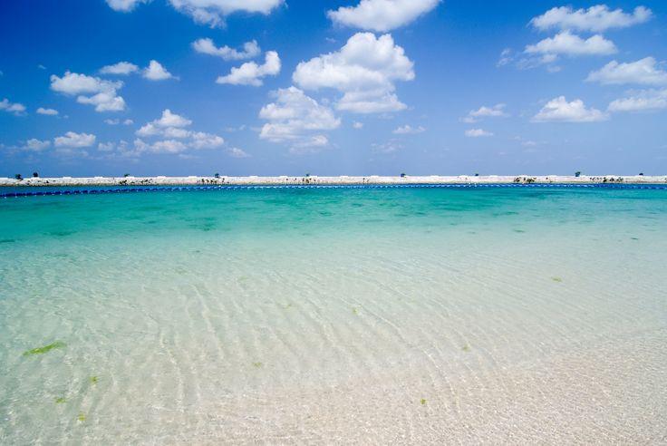 "【H.I.S.】【美々ビーチ、沖縄】夏はBBQや海水浴で賑わう沖縄南部のビーチ。""Bibi Beach"", Okinawa. #travel #japan #okinawa"