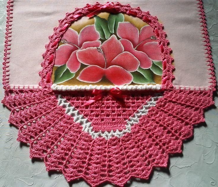 Lindo pano de prato para decorar sua cozinha feito com pintura a mão e decorado com pontos em crochê 100% algodão.  Fazemos no tema e na cor que desejar!  Medida do pano com o bico de crochê 0.85x0.48cm