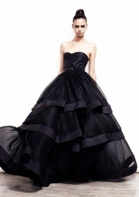 31 magníficos vestidos de novia negros para bodas diferentes