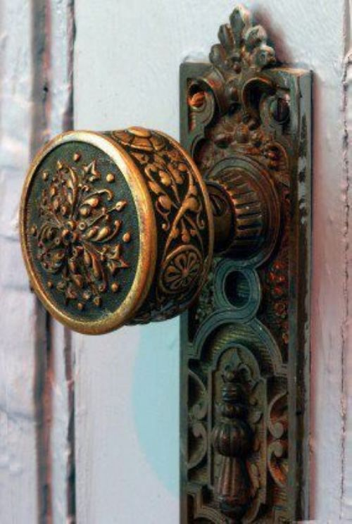 Worn door handles -- Beautiful - you don't see hardware like this anymore.  Most Victorian homes, even a modest one, have beautiful hardware like this  - not ... - 125 Best Old Fashioned Vintage Door Handles Images On Pinterest