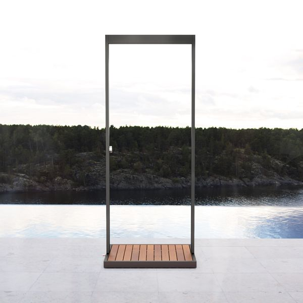 Garden outdoor shower by Röshults.
