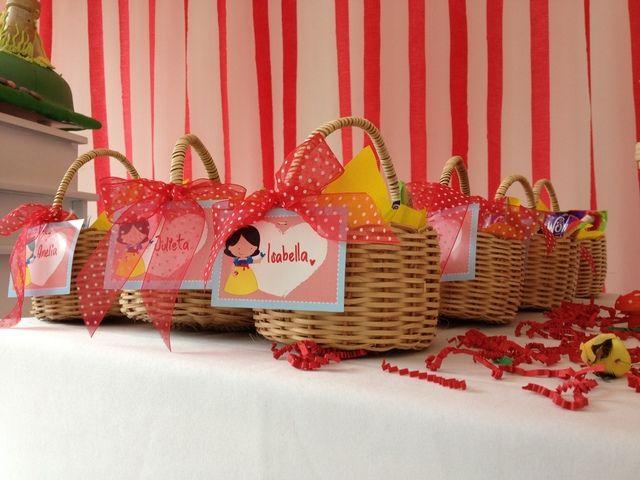 Snow White Party Basket Party Favors #snowwhite #partyfavors