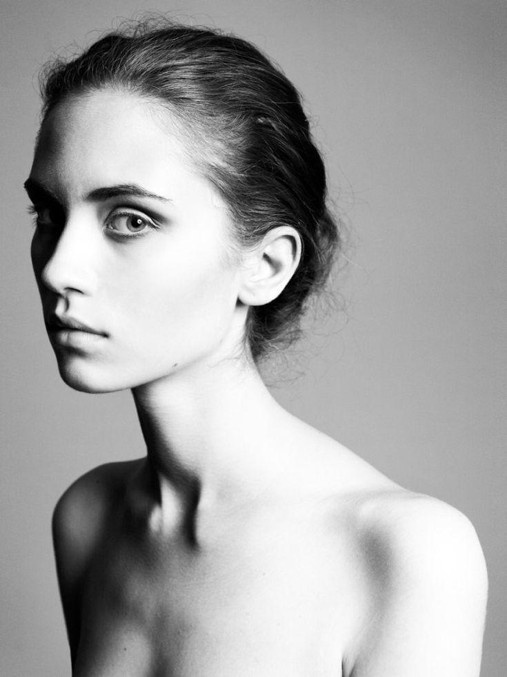 39 best about girls images on pinterest portraits art for Jose molenaar
