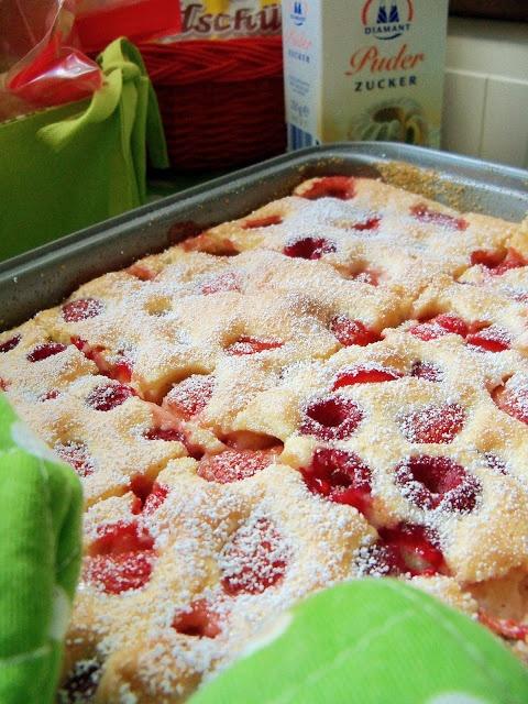 Wochenendküche: einfacher Erdbeerkuchen Weekendkitchen: simple strawberry cake